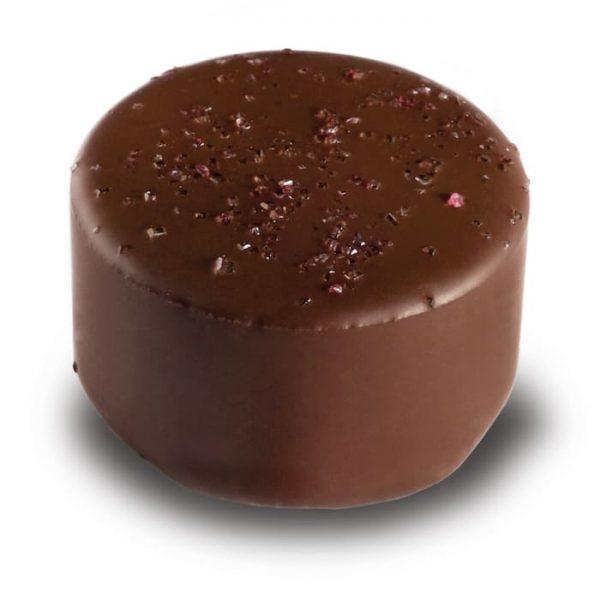 Cassis Praline in Zartbitterschokolade aus der Esther Confisierie aus Kulmbach in Oberfranken
