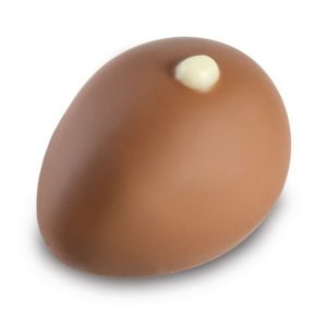 Nougat Praline in Vollmilch Schokolade in Eierform der Esther Confiserie