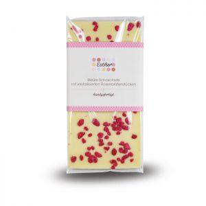 Weiße Schokolade mit kandierten Rosenblütenstücken der Esther Confiserie aus Kulmbach in Oberfranken