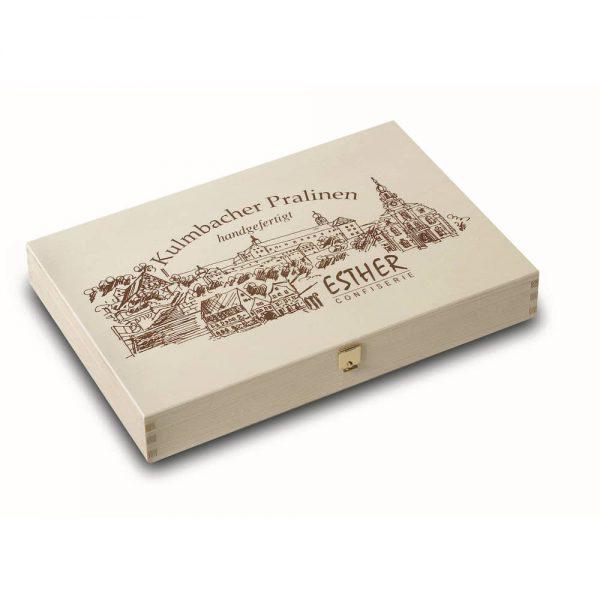 16er Holzkiste mit original Kulmbacher Pralinen und Trüffel der Esther Confiserie