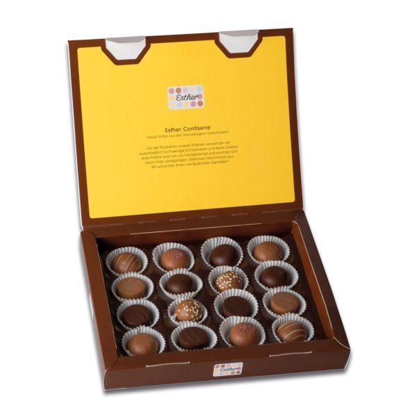Schachtelinhalt der Esther Confiserie 8er Klassikpackung mit 16 verschiedenen winterlichen und weihnachtlichen Pralinen und Trüffeln ohne Alkohol