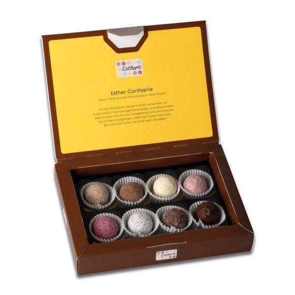 Schachtelinhalt der Esther Confiserie 8er Klassikpackung mit 8 verschiedenen winterlichen und weihnachtlichen Pralinen und Trüffeln mit Alkohol